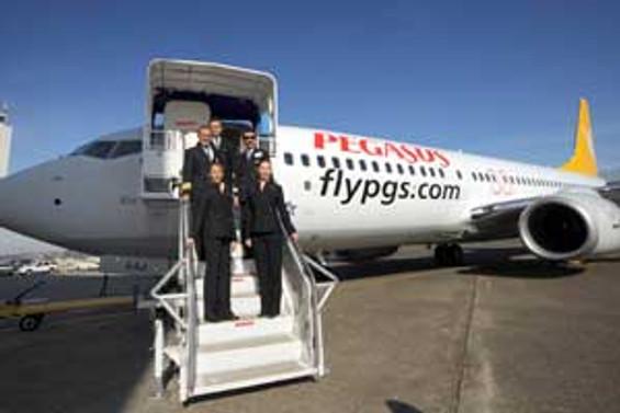 Pegasus, Adana merkezli Diyarbakır ve Van uçuşlarına başladı