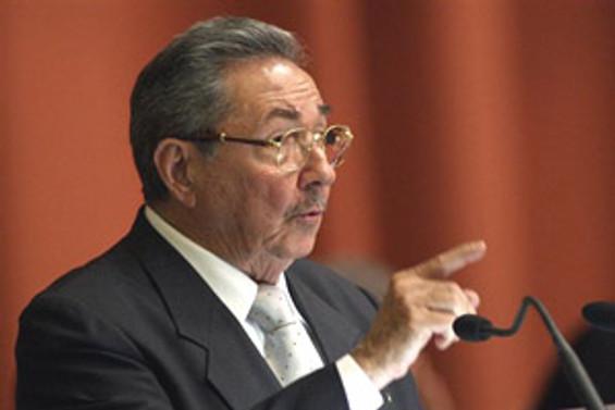 Küba'da sosyalizm çatırdamaya başladı
