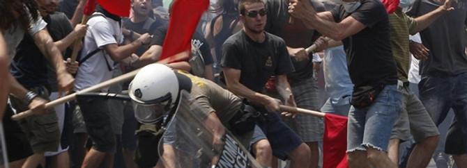 Grev hayatı durdurdu, Atina'da çatışma çıktı
