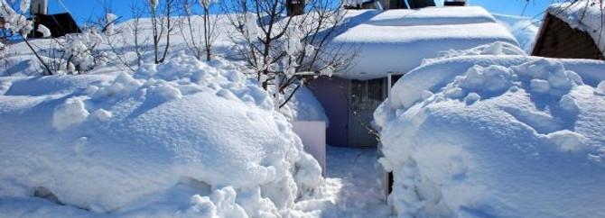 Bir ev boyu kadar kar