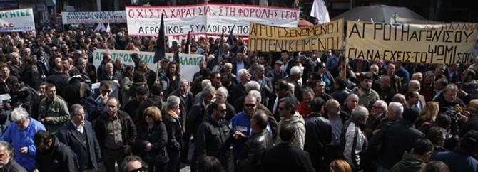 Yunanistan'da çiftçiler Atina'da