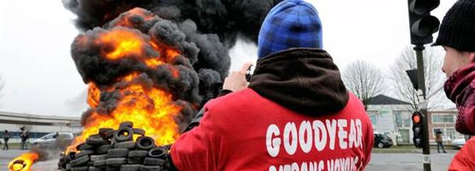 Goodyear önünde lastik yaktılar