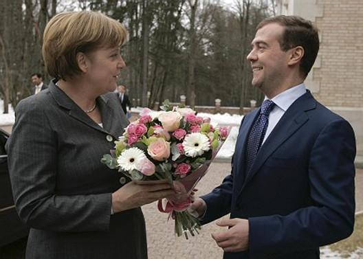 Merkel: Mali kuruluşların yenilenmesi gerek