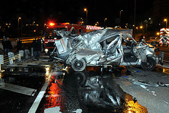İki polis kaza kurbanı