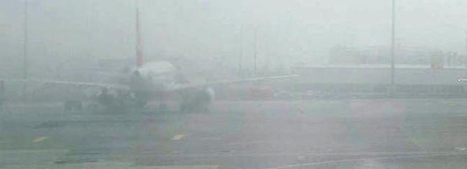 Trabzon'da sis uçak seferlerini etkiledi