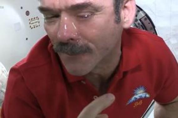 Uzayda ağlamak da zor