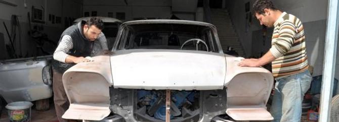 Yarım asırlık otomobillere yeniden hayat veriyor