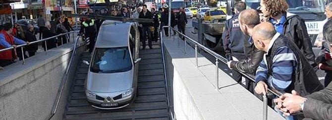 Metro girişini otopark zannetti