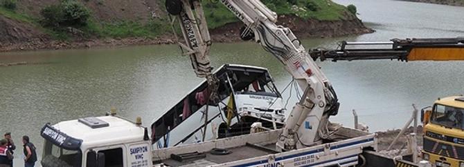 Kayseri'de midibüs baraj gölüne uçtu; 8 ölü