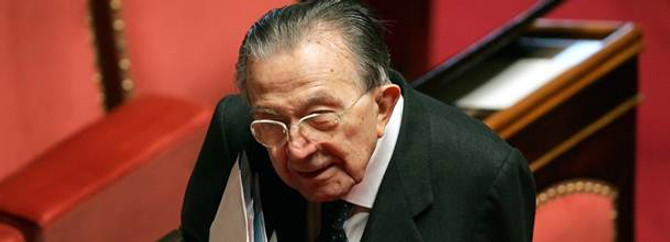 İtalya'nın eski başbakanı öldü