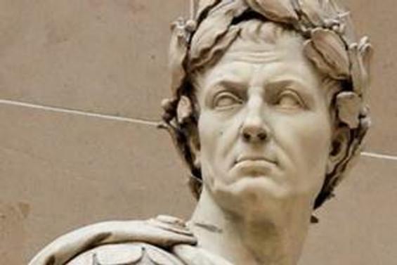 Sezar Zile'de anılıyor