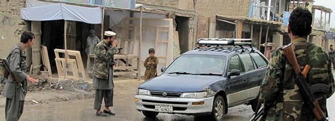 Afganistan haftaya bombalarla başladı