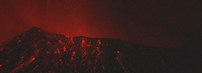 Endonezya'da yanardağ patladı: 5 ölü