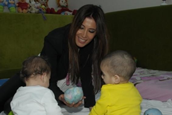 Topal çifti 4 çocuğa sevgi evi açıyor