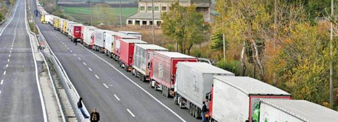 Bulgar şoförler Kapıkule'de isyan etti