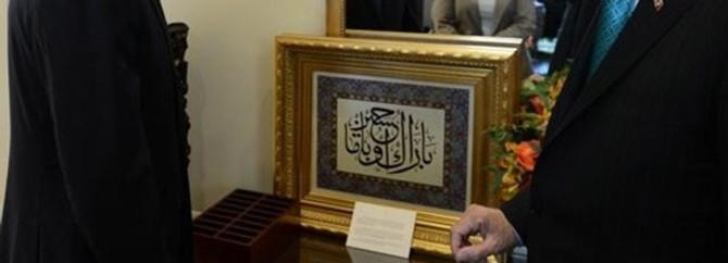 Üzerinde Arapça 'Barack Obama' yazıyor