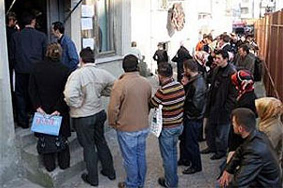 Nisan'da 34 bin 62 kişi işsizlik ödeneği için başvurdu