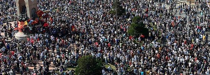 İş bırakan DİSK üyeleri Taksim Meydanı'nda