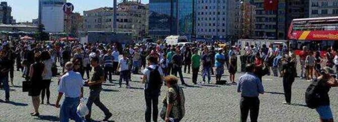 'Duran adam'lar Taksim'de toplanmaya başladı