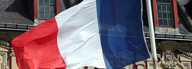 Fransa'da çifte vatandaşlığa geçiş kolaylaştırılacak