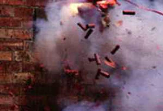 Hindistan'da beş katlı bina çöktü