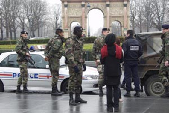 Fransa'da emeklilik reformu protesto edildi