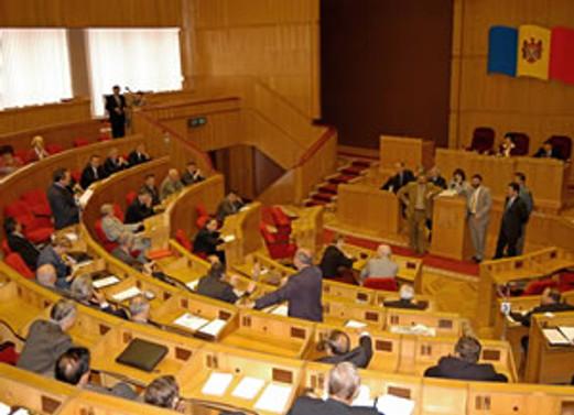 Moldova'da parlamento fesh edildi