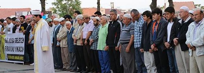 Hacı Bayram'da bin kişi gıyabi cenaze namazı kıldı