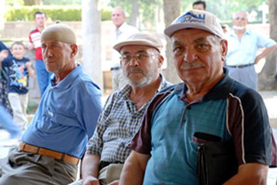 Emekliler 'eksik zam' peşinde