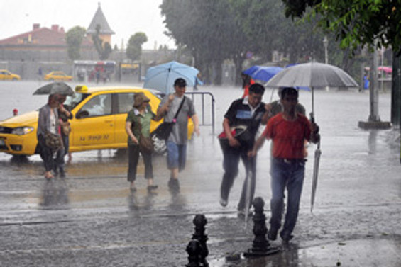 Tatil merkezlerine kuvvetli yağış uyarısı