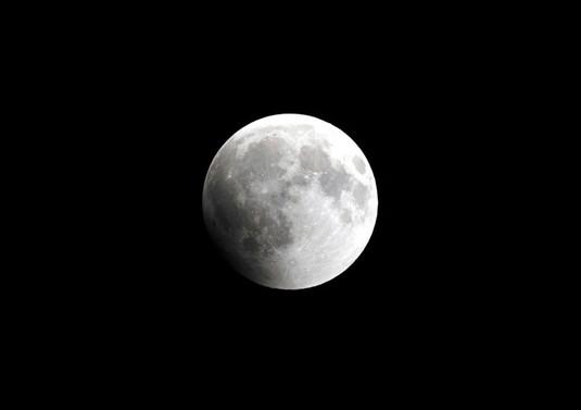 Ay'ın kuzey kutbundaki kraterlerde buz bulundu