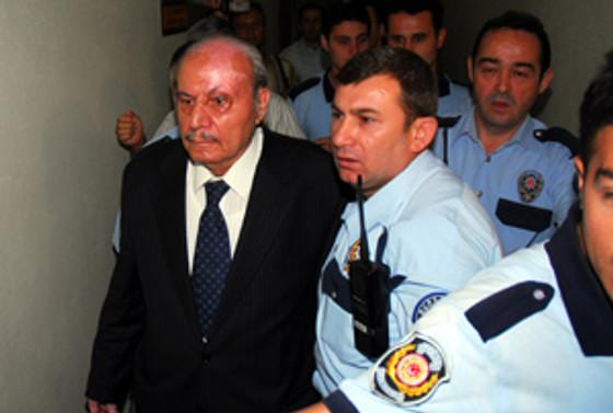 Üzmez'e 13 yıl hapis