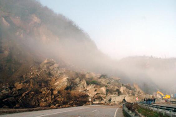 Çin'de toprak kayması:19 ölü