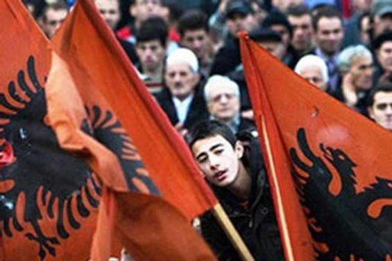 Kosovalılar erken seçim için sandık başında