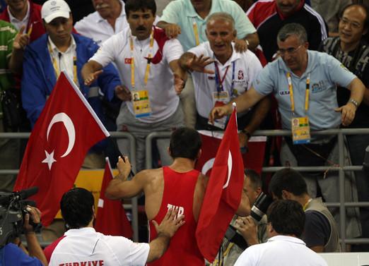 Erdoğan, Dünya şampiyonu güreşçileri kabul etti