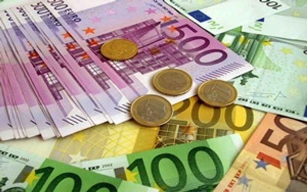 Euro 1.27'nin altını gördü