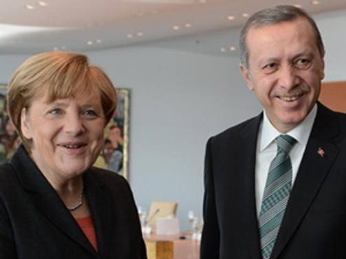 Başbakan Merkel'den Erdoğan'a 'itidal' çağrısı