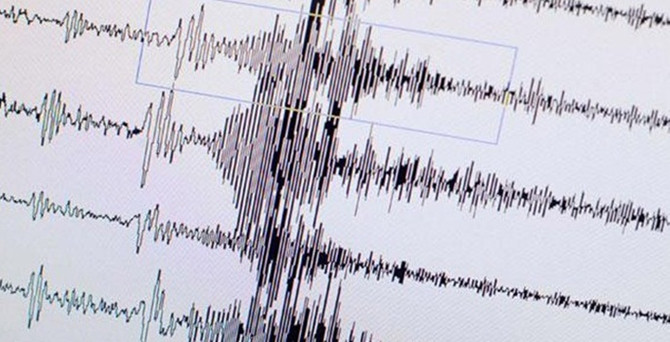 Endonezya'da deprem can aldı