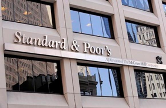 S&P Rosneft ve Gazprom'un notunu kırdı