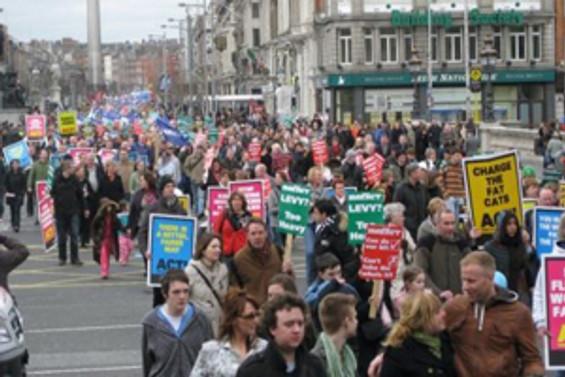 İrlanda banka borçları için yardım isteyebilir
