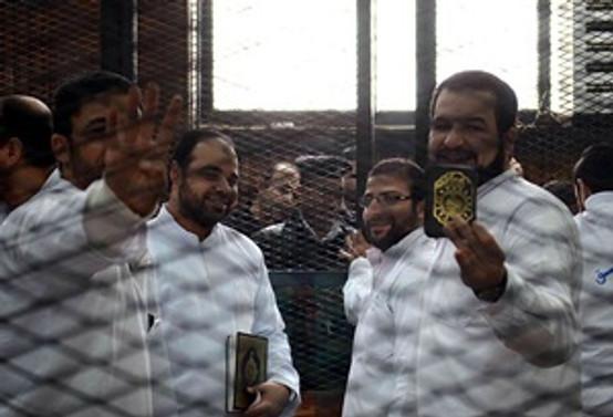 Mısır'da darbe karşıtlarının yargılanması ertelendi