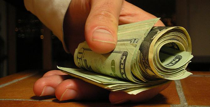 Dolar/TL 2,20 sınırına geriledi
