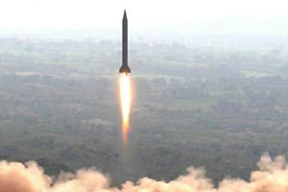 Bozuk roket Cumhurbaşkanı'nın önünde patladı