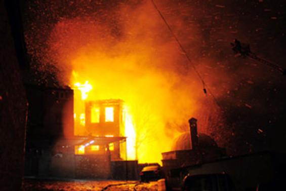 Surp Pırgiç'in çatısında yangın