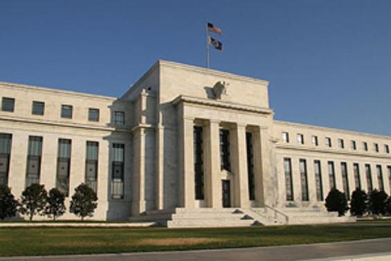 Fed büyüme tahminini aşağı çekti