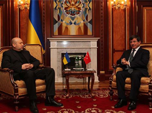 Davutoğlu Ukrayna'da liderlerle görüşüyor