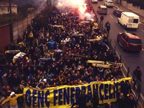 Fenerbahçe taraftarından TFF'ye olaylı yürüyüş