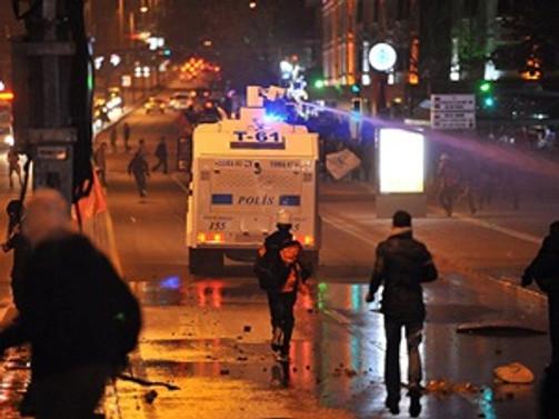 Eylemler sürüyor: Taksim Gezi Parkı kapatıldı