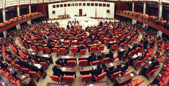 CHP, Başbakan'a karşı imza topluyor
