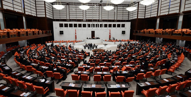 CHP, Meclis'i olağanüstü çağıracak dilekçeyi verdi